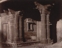 Close view of wall and columns on verandah of Miriam's House, Fatehpur Sikri
